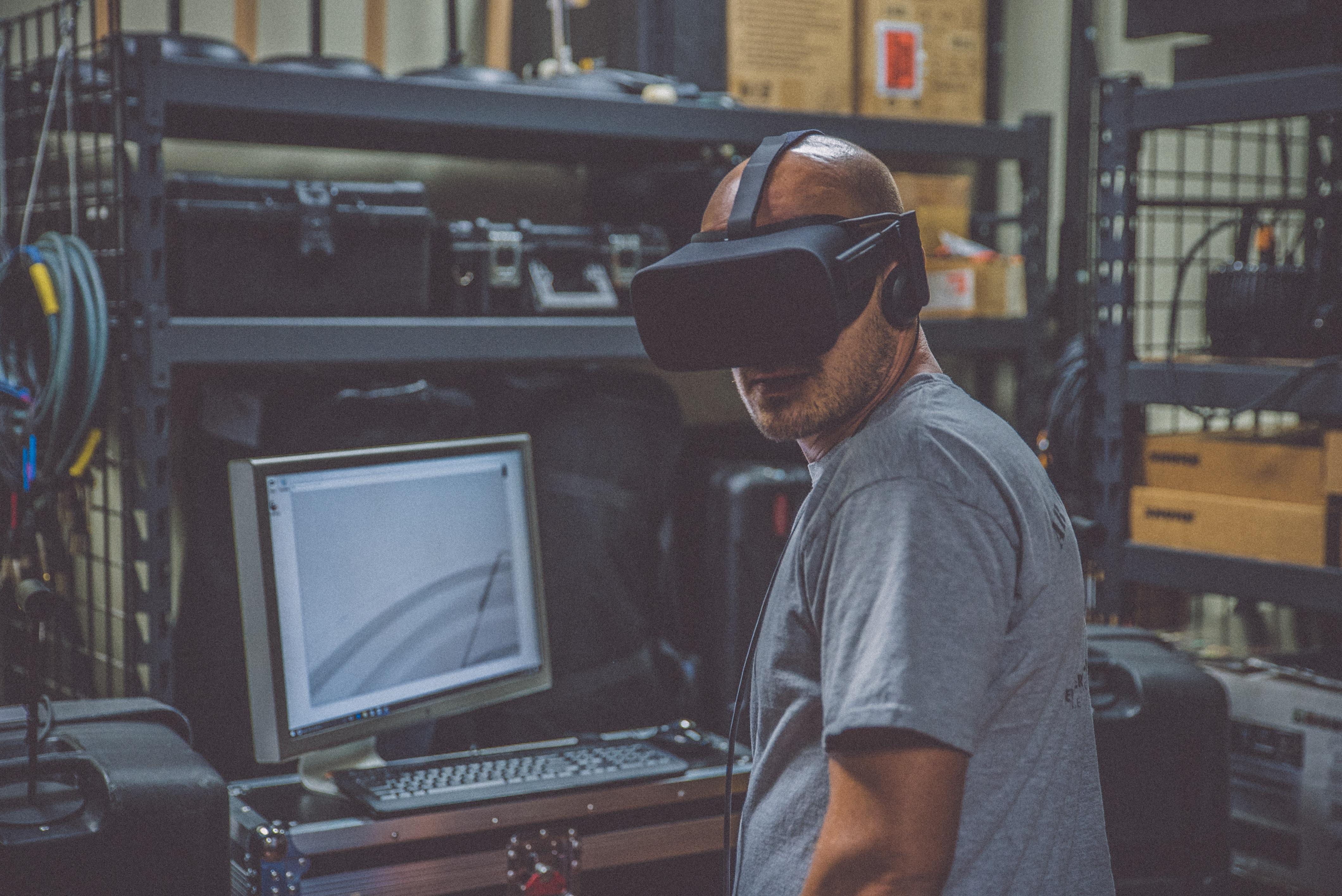 VR Brille Mann Unternehmen